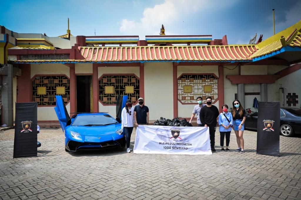 Lamborghini Club Indonesia (LCI) bagi-bagi sembako untuk warga terdampak Covid-19. lci