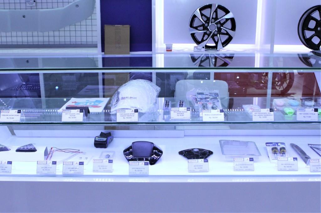 Suku cadang resmi Suzuki. sim
