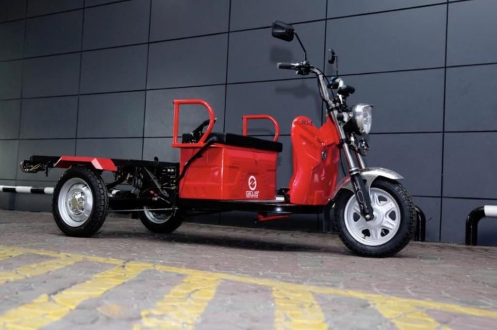 Tiga modifikator ditantang merombak motor listrik roda tiga Gelis.