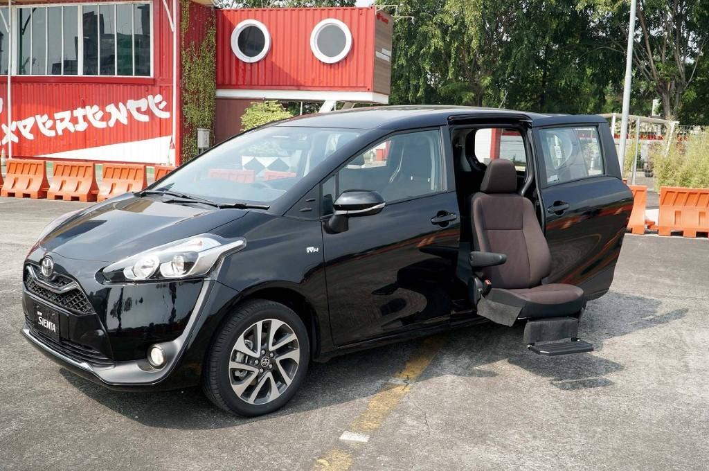 Toyota Sienta Kini Punya Fitur Kursi Roda