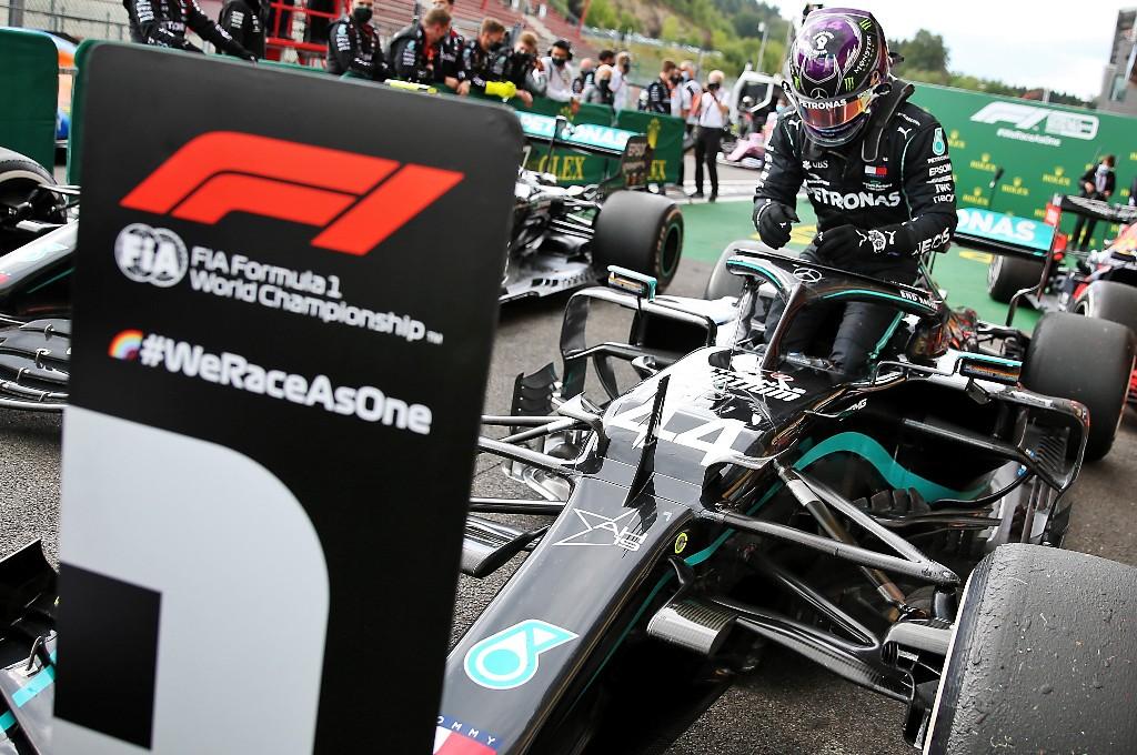Lewis Hamilton semakin menjauh di tabel klasemen sementara F1. planetf1
