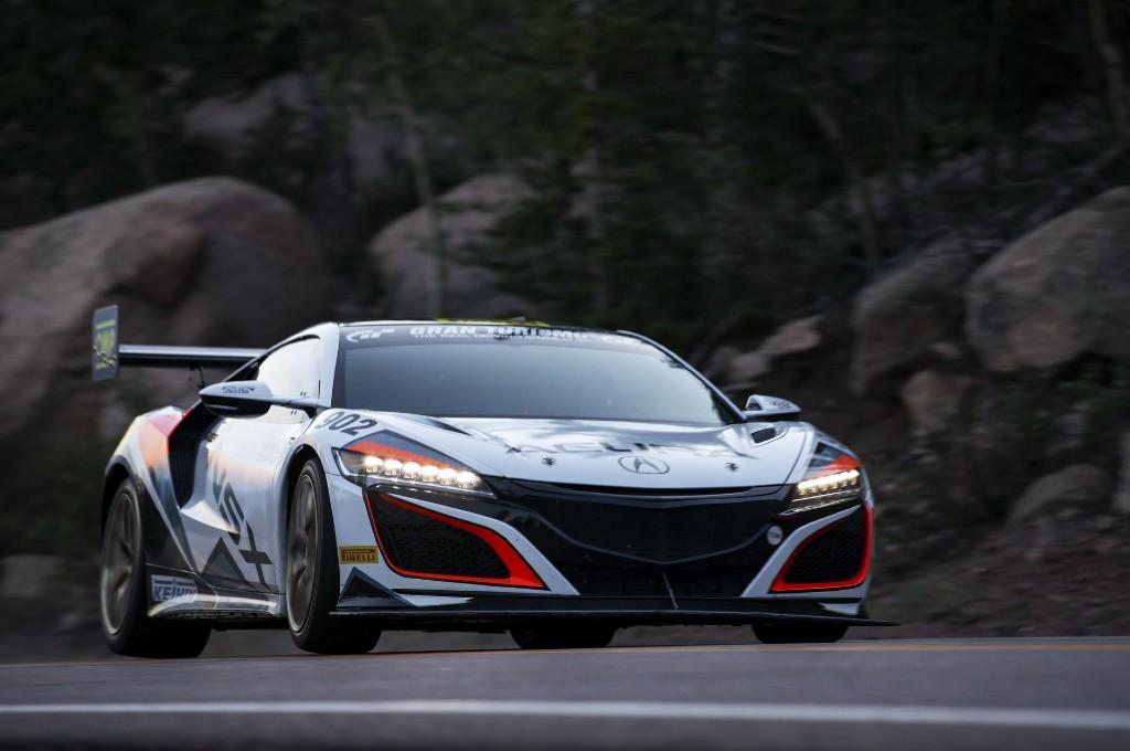 Acura NSX Hybrid cetak rekor waktu di Pikes Peak. carscoops