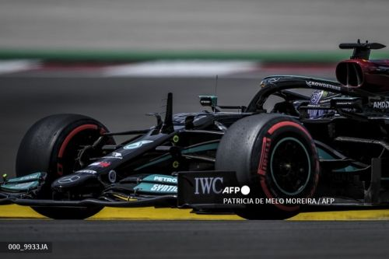 Pembalap Mercedes, Lewis Hamilton (AFP/Patricia de Melo Moreira)