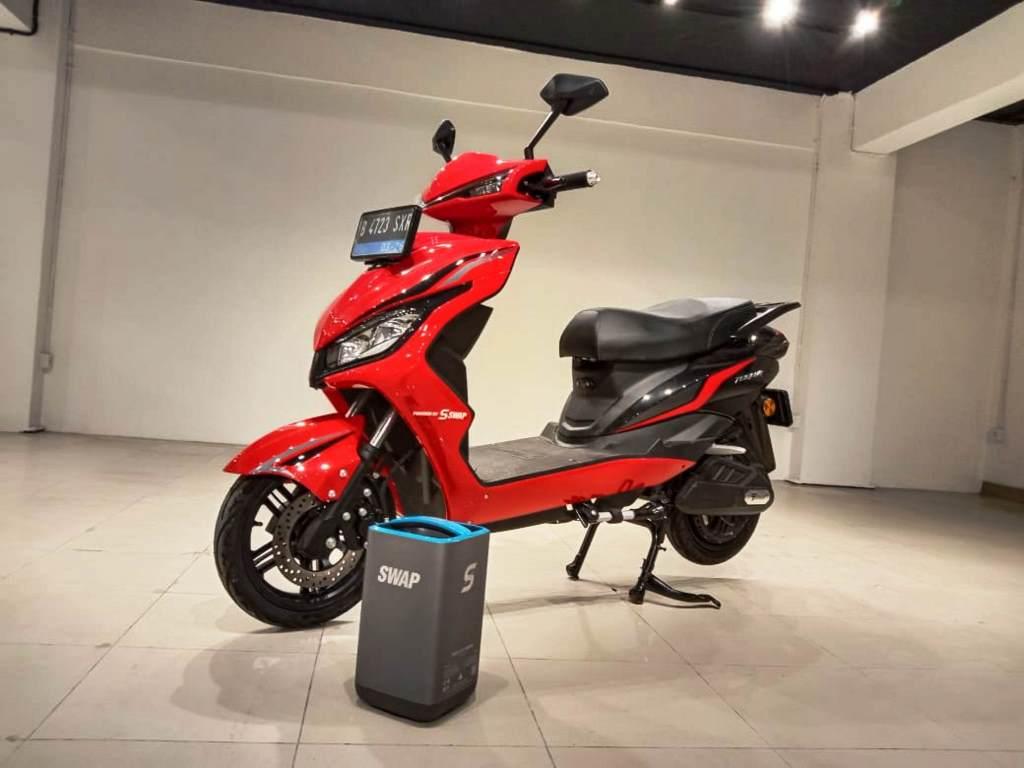 Penampakan motor listrik Smoot Tempur yang memiliki konsep swap baterai (Foto: Alun Segoro)