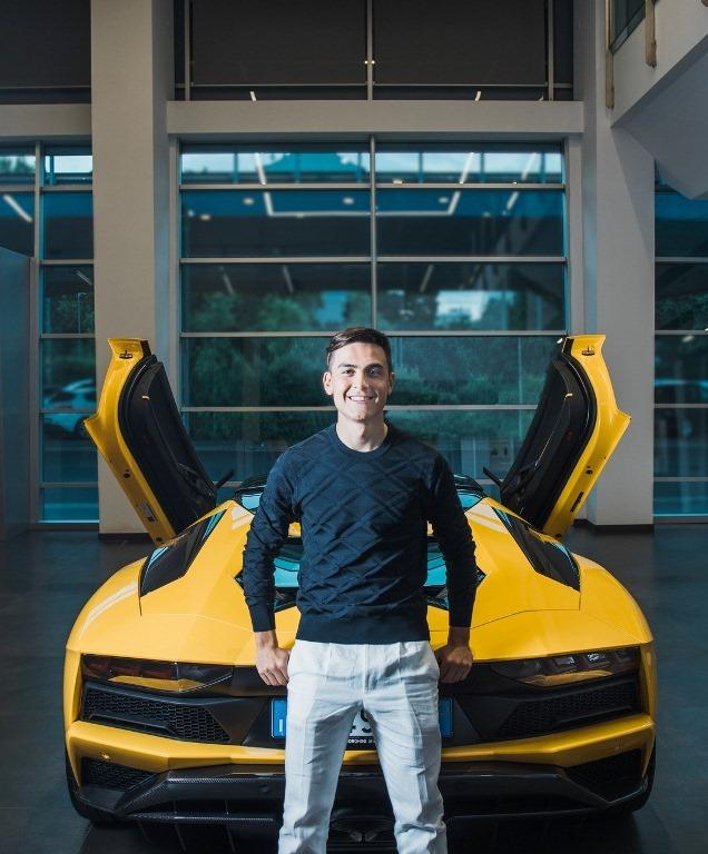 Striker Juventus, Paulo Dybala membeli Lamborghini Aventador S Roadster untuk merayakan gol ke-100 bersama Juventus (Foto: Carscoop)