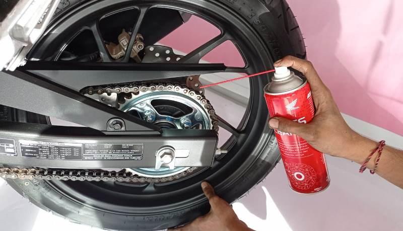 3 Langkah Penting dalam Merawat dan Mengecek Rantai Roda Motor
