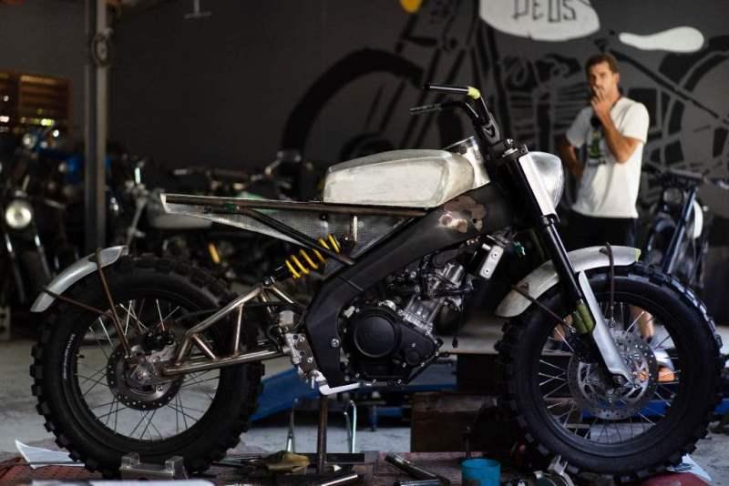 New XSR 155 Aka Tombo garapan Deus Ex Machina terinspirasi dari Yamaha YA1 (Foto: Deus Ex Machina)