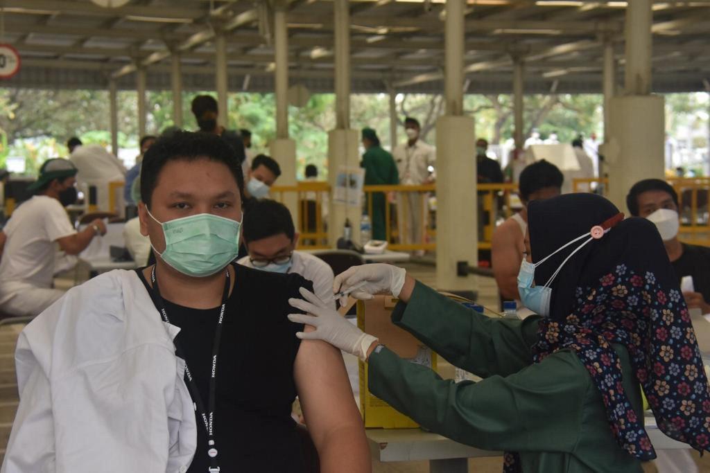 Lawan Covid-19, Pabrikan Mobil Ini Vaksinasi 6.000 Karyawannya