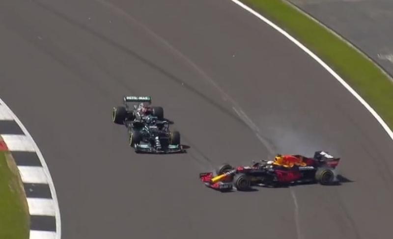 Insiden senggolan antara Max Verstappen dan Lewis Hamilton di F1 GP Inggris 2021 (Foto: Instagram F1 GP)