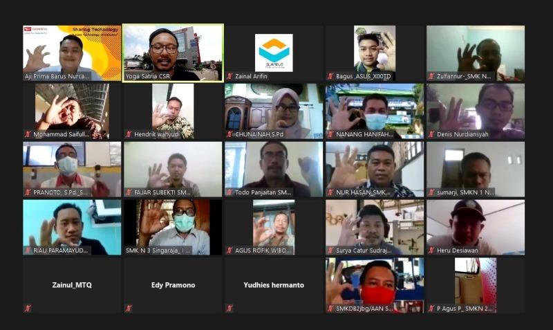 Suasana pelatiha virtual yang diberikan pihak Daihatsu kepada 100 guru se-Jawa Timur (Foto: ADM)