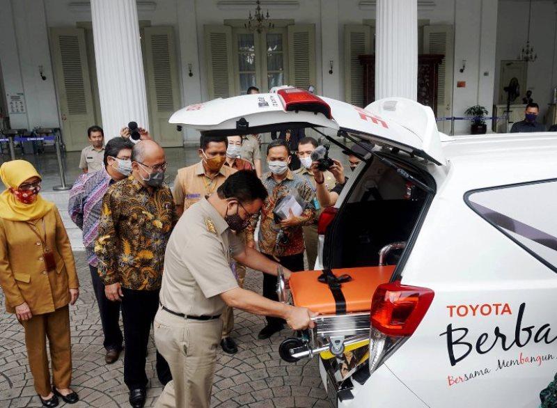 TMMIN Sumbang 17 Unit Innova Ambulans dan Bangun Kampung Siaga Covid
