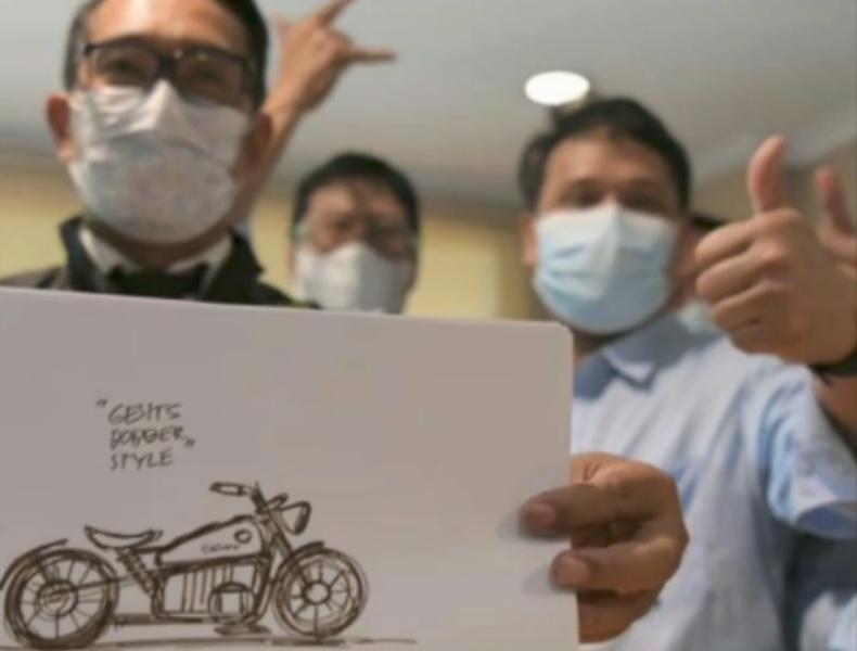 Ridwan Kami memamerkan desain motor listrik buatannya. (Foto: IG Ridwan Kamil)