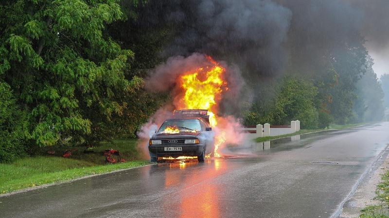 Awas, Beberapa Hal Ini Bisa Memicu Mobil Terbakar Sendiri!