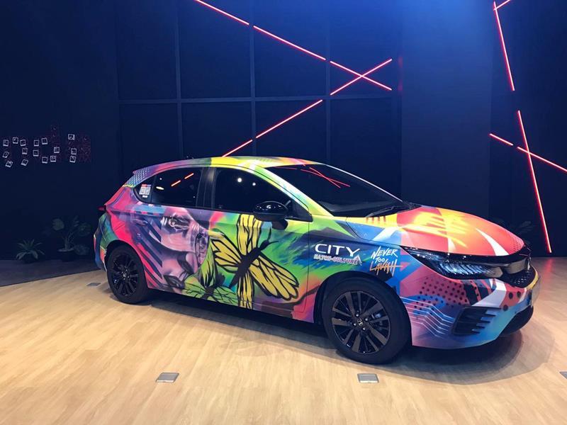 Honda City Hatchback RS hasil kolaborasi tiga jawara City Hatch Art dan Nevertoolavish dipamerkan di Dreams Cafe (Foto: HPM)