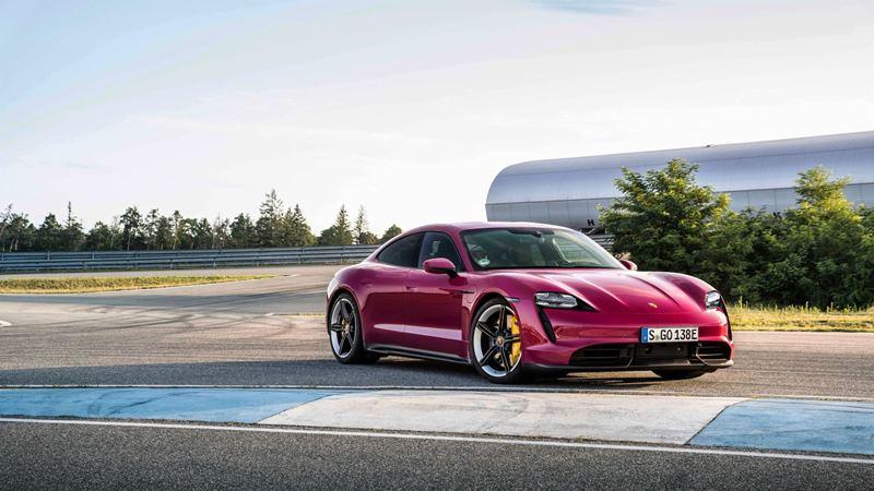 Mobil listrik Porsche Taycan bisa parkir pakai smartphone dan pilih warna sendiri (Foto: Porsche Newsroom)