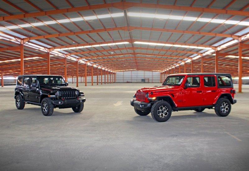 Jeep Wrangler dengan pilihan warna hitam dan merah (Foto: DAS Indonesia Motor)
