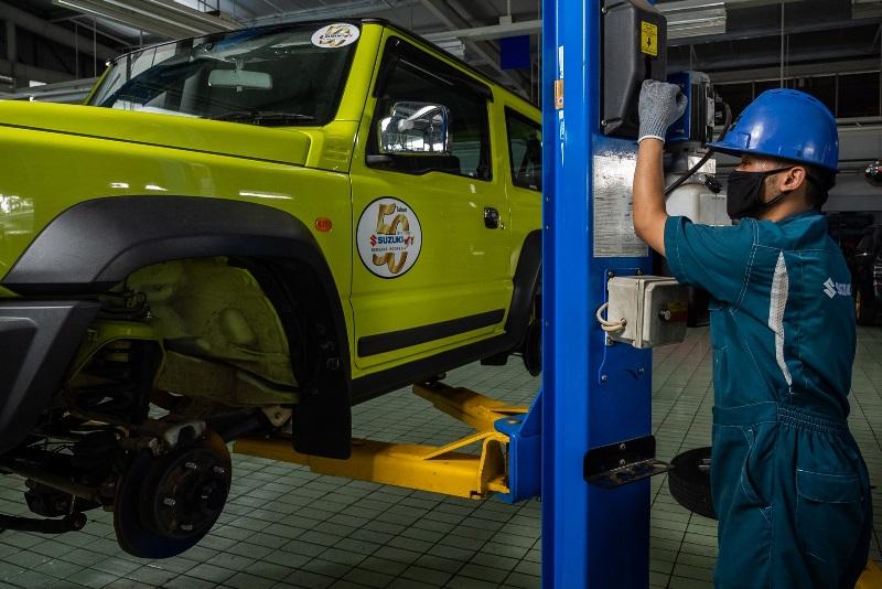 Ribuan mobil Suzuki Jimny generasi terbaru ditarik pihak Suzuki karena ada masalah kebocoran oli (Foto: Suzuki Indomobil Sales)