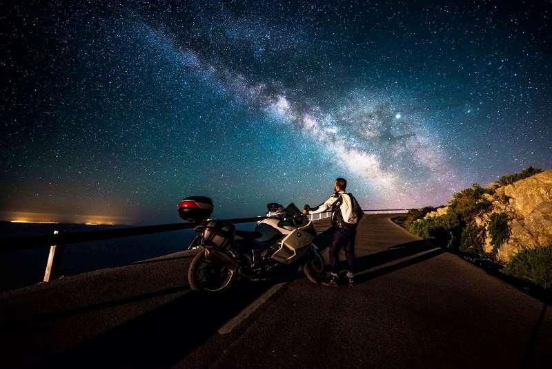 <i>Bikers</i> Wajib Tahu, Ini yang Harus Diperhatikan Saat <i>Riding</i> Malam Hari