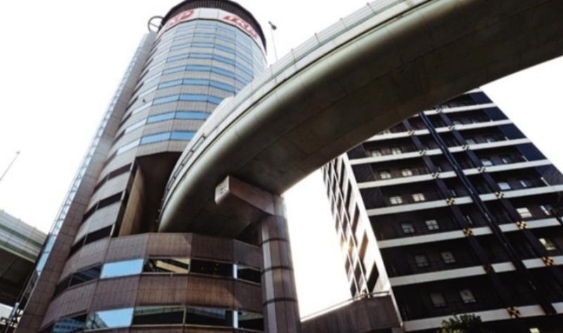 Jalan Tol Hanshin Expressway yang menembus Gate Tower Building di Osaka Jepang (Foto: IG Hanshin Expressway)