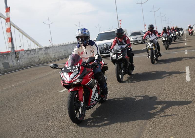 Pembalap AHRT dan komunitas motor Honda silaturahmi lakukan riding bareng (Foto: WMS)